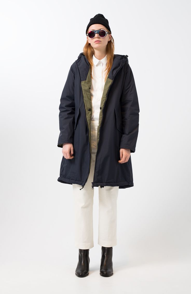 Holke navy jacket. Navy blue, medium impermeable, military parka with thin padding. Front flap pockets. Adjustable hood. Front zip fastening. Maxi length and loose fit. Matching liner.