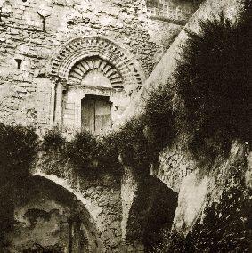 Preesistente portico del castello