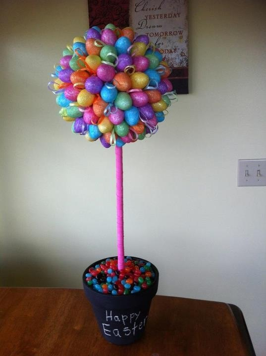"""My Easter Topiary. So easy! 12- $1.00 bags of eggs, ribbon, chalk board paint. Rocks in the bottom of the flower pot. Jelly beans for the """"Grass."""" Saved the ribbon from the eggs and used as fillers.Holiday, Boards Painting, Easter Topiaries, Easter Crafts, Fun Stuff, Chalk Boards, Flower Pots, Fun Crafts, Easter Ideas"""