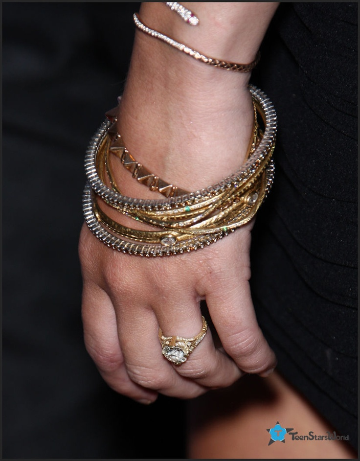 Miley Cyrus engagement ring - Neil Lane...Let's all be ...
