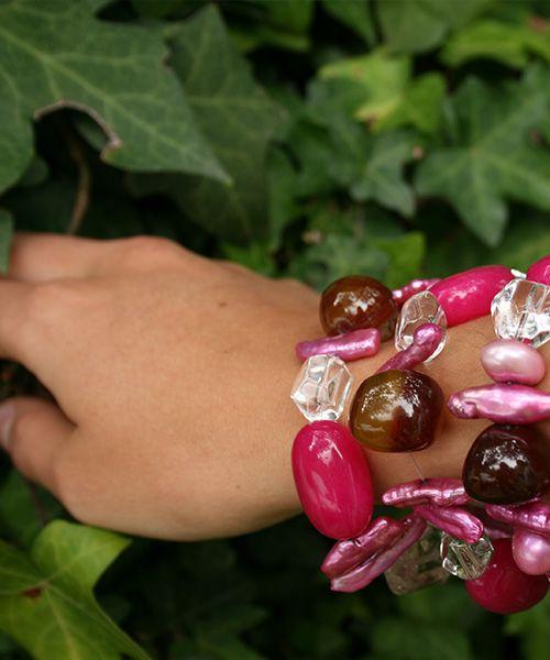 #pulsera #rosada#cafe#blanco#Elena Urrutia