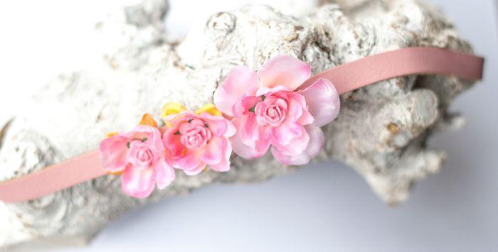Vintage roze lederen hoofdbandje met 3 roze bloementjes - Hip en Haar https://www.hipenhaar.nl/haaraccessoire/vintage-roze-lederen-hoofdbandje-met-3-roze-bloementjes/ #hoofdbandjes bloemenbandjes #flowerheadbands #festivalbandjes #festival #festivalfashion