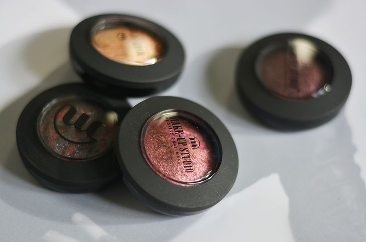 Trendsetter and superstar-MUA Linda Hallberg calls it - this fall is metallic and uses these eyeshadows from Make-Up Studios damp to get the right effect!
