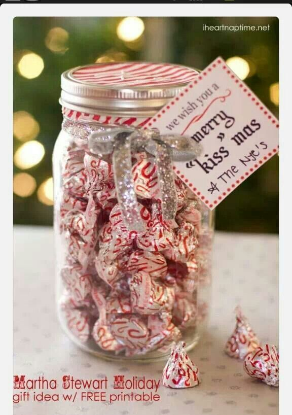 """We wish you a Merry """"Kiss""""mas Free Printable plus some other cute craft ideas!!!"""