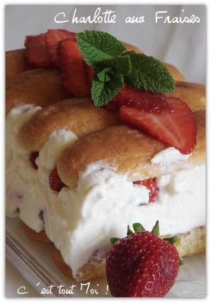 """750g vous propose la recette """"Charlotte aux fraises et mascarpone"""" publiée par ghislayQ."""