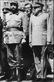 """Pinochet y Castro (1971), """"entre dictadores e ideologías autoritarias te veas""""    En noviembre de 1971 el líder de la Revolución cubana, Fidel Castro Ruz, realizó una visita oficial a Chile. La estancia de Castro se extendió por cerca de tres semanas, durante las cuales el entonces comandante en jefe del ejército Augusto Pinochet Ugarte, acompañó a Castro a lo largo de su visita a solicitud del presidente Salvador Allende.      ÊDOCTUM     (1971). Augusto Pinochet y Fidel Castro…"""