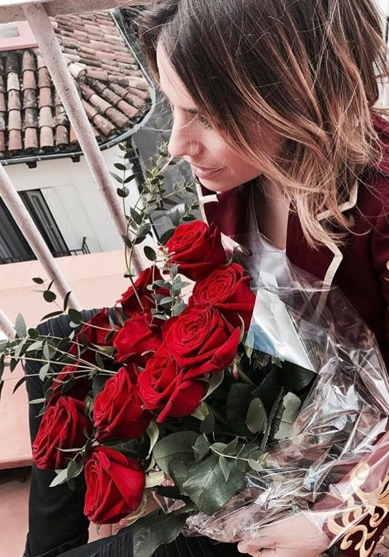@floragonzalezlopez y su ramo de rosas rojas <3