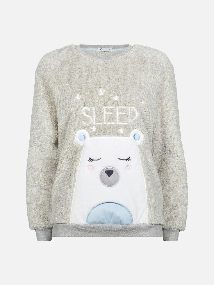 Langermet genser i myk plysjkvalitet med brodert tekst og påsydd isbjørn foran. Elastisk ribbekant nederst og  på ermene.  Grå
