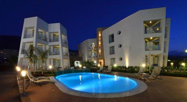 Astro Suite Hotel , Cefalù, Italia. Situato sul lungomare di Cefalù, a 10 minuti a piedi dalla cattedrale e dalla stazione ferroviaria, e affacciato sulla sua spiaggia privata sabbiosa, l'Astro Suite Hotel offre suite con angolo cottura, una piscina e terrazze con vista mare