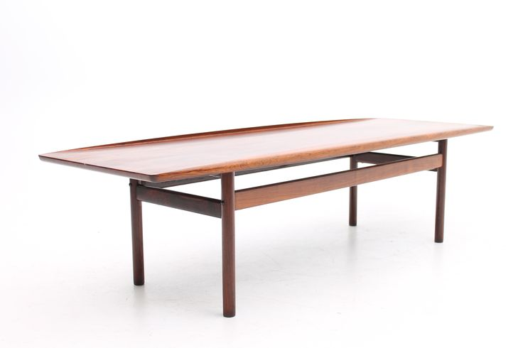 Coffee table in rosewood. Designed in the 1950s by Grete Jalk and manufactured by P.Jeppesens Møbelfabrik, Denmark. These versions was produced in less expensive versions by Glostrup Møbelfabrik. www.reModern.dk