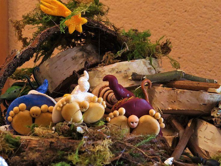 Sì, sì...l'ho vista: la Befana è ufficialmente partita per il suo ordinario giro per il mondo (sarà un altro anno florido per i dentisti, con tutto quello zucchero...o per i venditori di calze e carbone...)!! Buon Eppefania a tutti! Per concludere al meglio queste feste natalizie, ed accogliere alla mia porta la Befana (magari facendomi lasciare qualche