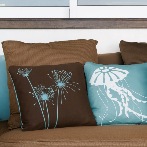 25 best ideas about brown couch decor on pinterest - Throw pillows for brown sofa ...