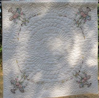 Beautiful wholecloth linen quilt by Connie Potter!