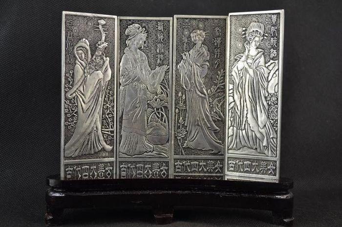 Vier witte metalen platen - China - late 20e eeuw  Vier witte metalen platen - China - late 20e eeuw15 x 45 cm800 gr.Support is niet het volgende  EUR 1.00  Meer informatie