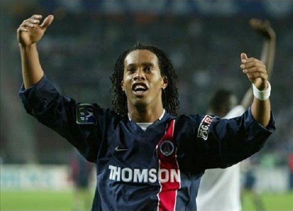 Kosmiczne umiejętności piłkarskie Brazylijczyka • Pokaz gry Ronaldinho Gaúcho w barwach Paris Saint Germain • Wejdź i zobacz film >> #ronaldinho #psg #football #soccer #sports #pilkanozna