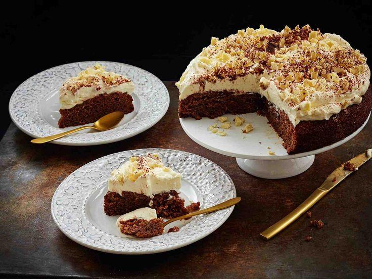 Pokekakun ideana on kakkuun tökittyihin reikiin valutettu täyte. Poke on englantia ja tarkoittaa tökkäämistä.