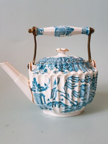 Spode copelands Willow-Pattern-Tea-Kettle c.1900-19
