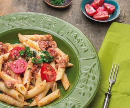 Un condimento molto semplice e fresco, ottimo per una spaghettata estiva o per un pasto veloce ma al tempo stesso sano e nutriente.