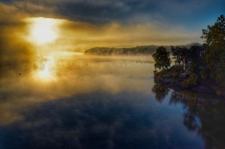 Misty morning - lakehouse. Photo: T.Paulzon