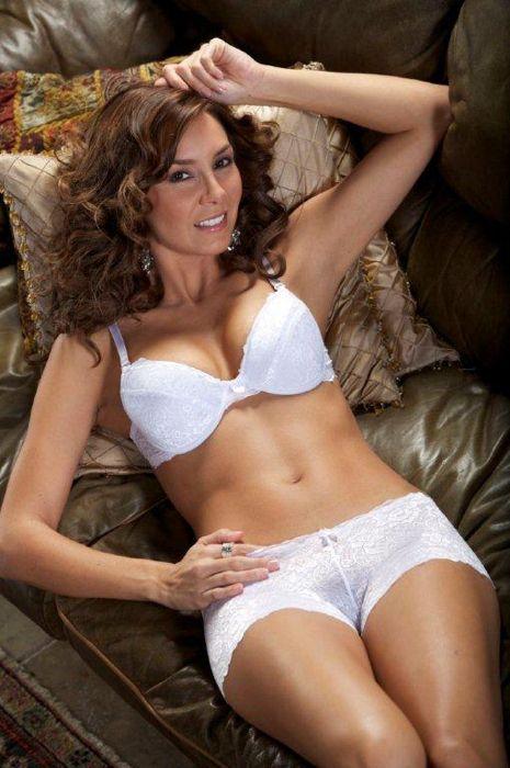 Lenceria hot elizabeth gutierrez muestra su lado sexy en lenceria