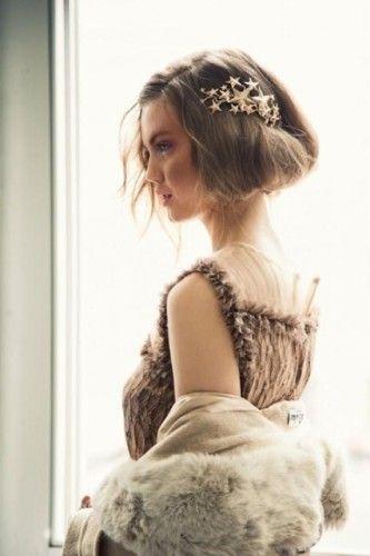 印象的な大きめ星形バレッタ♡ 結婚式列席者におすすめのヘアアクセまとめ。