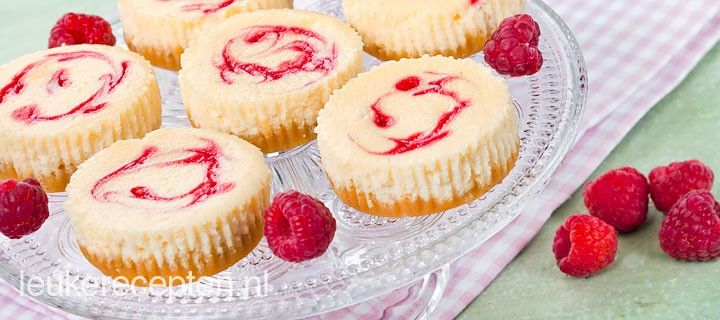 Makkelijk recept voor heerlijke kleine mini cheesecakes voor elk moment van de dag.