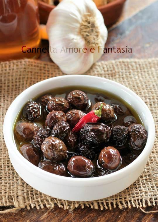 Olive nere sott'olio alla siciliana