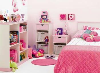 Cuarto de niña rosa con blanco
