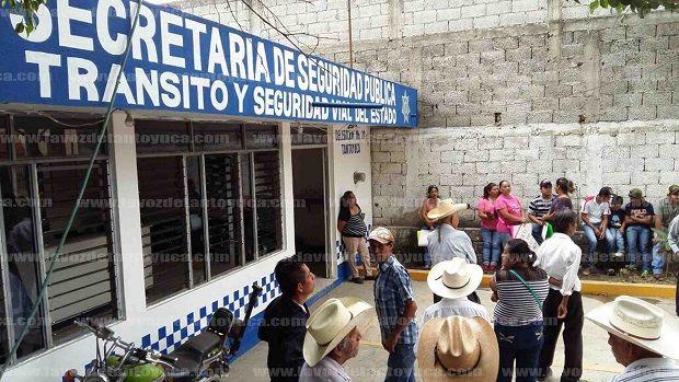 """Acusan de """"rata"""" y corrupto al delegado de Transporte Público de Tantoyuca - http://www.esnoticiaveracruz.com/acusan-de-rata-y-corrupto-al-delegado-de-transporte-publico-de-tantoyuca/"""