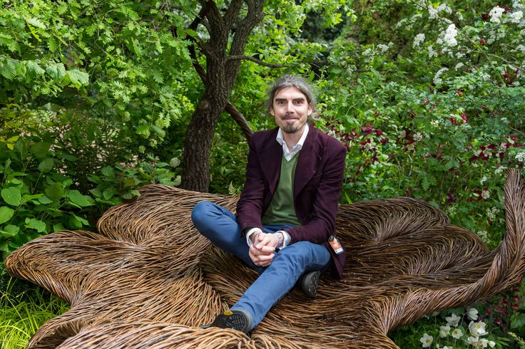 Tom Hare on his oak leaf willow sculpture #BreastCancerHavenGarden