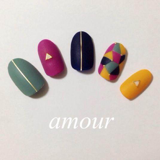 amourをいつもご覧頂きありがとうございます\( ˆoˆ )/︎年末年始の営業✴️︎12月27日〜1月5日は誠に勝手ながらお休みさせて頂きます!この期間に購入頂いた商品は1月8日以降の発送になりますのでよろしくお願いします。✴️︎ネイルDesign詳細✴️︎秋カラー幾何学模様ネイルです!全体マットコート仕上げ☻✴️︎商品詳細✴️︎①全てジェルで作成してます。②チップサイズオーダー製になって...