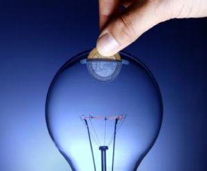 Os damos algunas claves para abaratara vuestro consumo energético y que recibir la factura de la luz no sea peor que un dolor de muelas.