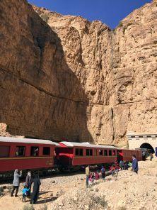 Le «Lézard rouge» emmène les touristes en plein Far West tunisien. Il circule entre canyons et montagnes et mène au canyon de Selja, que l'on ne peut découvrir autrement qu'en montant à bord de cet ancien train-musée de six wagons.