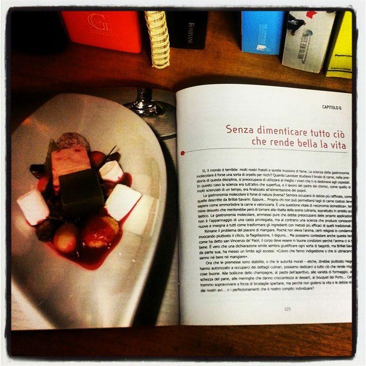 Qual è il #menù per il tuo #weekend?  Hai bisogno di ispirazione?  Ti consigliamo il libro LA SCIENZA IN #CUCINA di Hervé This.  Fra salse senza grumi, gelatine ben addensate e un invitante profumo di pollo arrosto, l'arte culinaria passa dal regno dell'esperienza a quello della conoscenza per trasformarsi in «gastronomia molecolare», una nuova disciplina in grado di smentire i falsi miti che si tramandano in cucina, perfezionare i piatti tradizionali e introdurre sapori mai sperimentati.