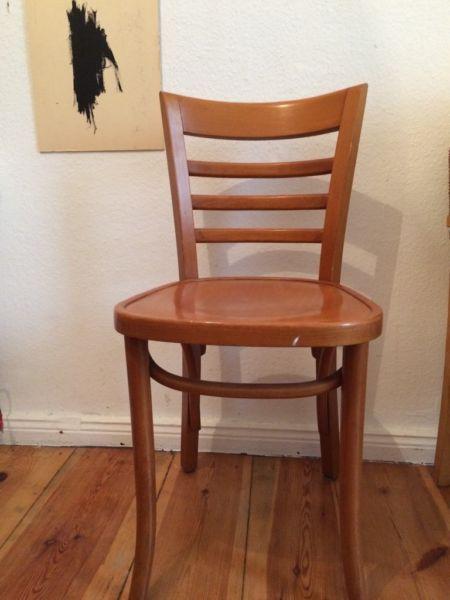 Biete zwei alte Holzstühle, altersbedingte Gebrauchsspuren. Müssten evtl. Mal nachgearbeitet...,Holzstuhl Stuhl Thonet ähnlich mid century Vintage in Berlin - Prenzlauer Berg