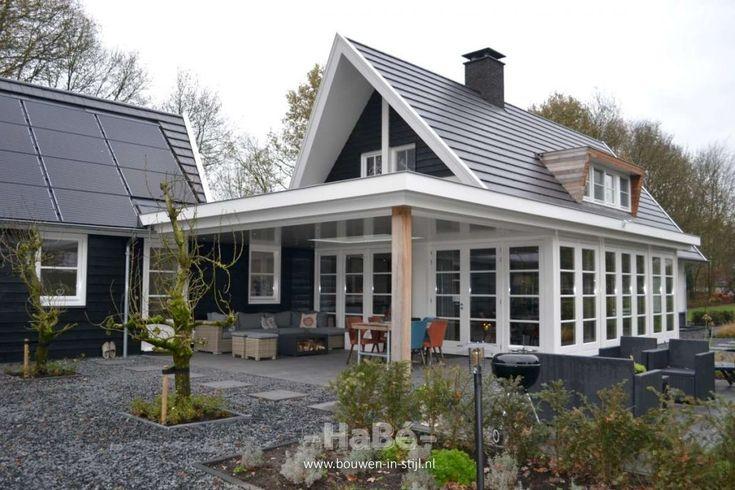 Woonhuis met veranda en bijgebouw - veranda