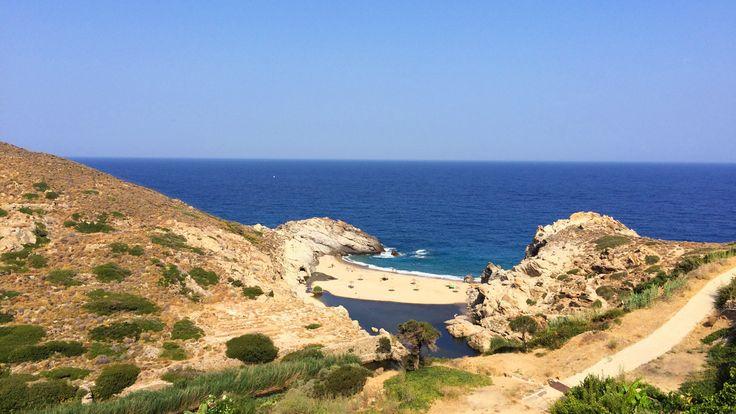 Guide de voyage pour Ikaria, connue pour la longévité exceptionnelle de ses habitants. Toutes les informations indispensables pour préparer vos vacances.