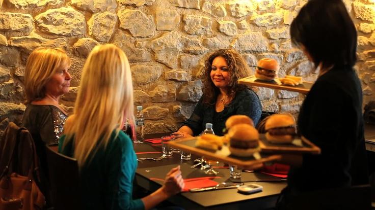 Imatges del dia 19 de novembre de 2012, durant la gravació del vídeo promocional a Rosti Restaurant. Moltes gràcies a tots els que van assistir a la gravació del vídeo   Homemade Burger   Hamburguesas caseras   Rosti Restaurant