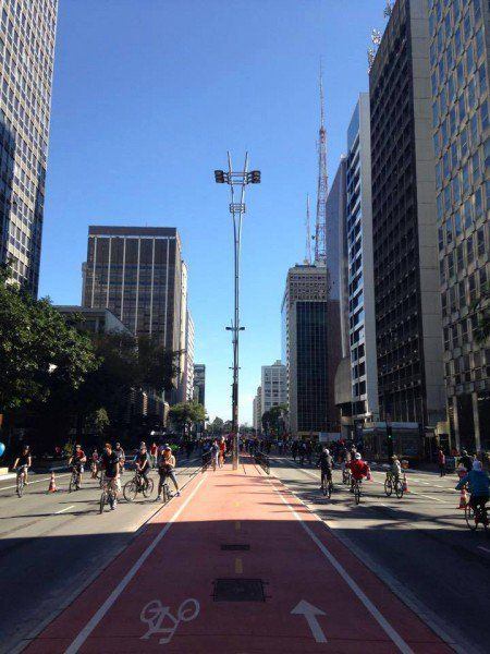 Desde que foi inaugurada no último dia 28 de junho, a ciclovia da Avenida Paulista abriu precedente para o debate sobre a ocupação do endereço mais popular da cidade com atividades artísticas e culturais – ao invés de automóveis – durante os finais de semana.