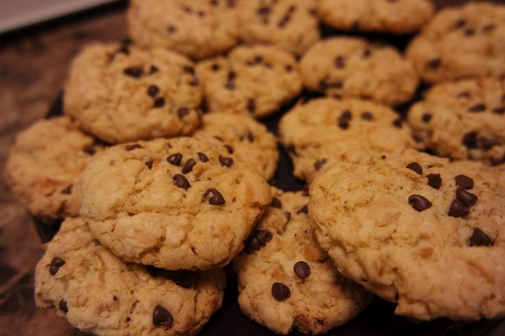 Biscotti di una principessa! (1 1/4 cups flour, 1 tsp b. powder, 1 tsp b. soda, 1/2 tsp salt; 3/4 cup oil, 3/4 cups sugar, 1 egg, 1 tsp vanilla. Use a mixer. Then add 3/4 cups coconut, 3/4 cup rolled oats, 1/4 cup choc chips. Bake 350F for 20 mins.)