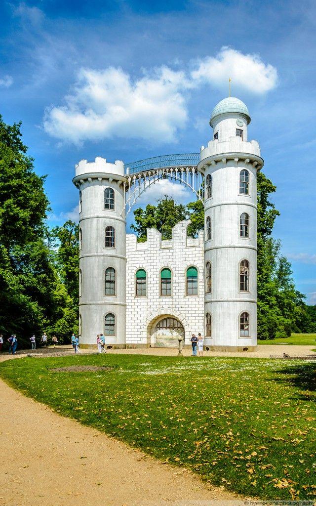 BERLIN, das Schloss auf der Pfaueninsel in der Havel ... ch liebe diese magische Insel und das Schlösschen ist auch von innen hübsch (als Lustschloss vom  preußischen König Friedrich Wilhelm II. Ende des 18. Jahrh. errichtet) .