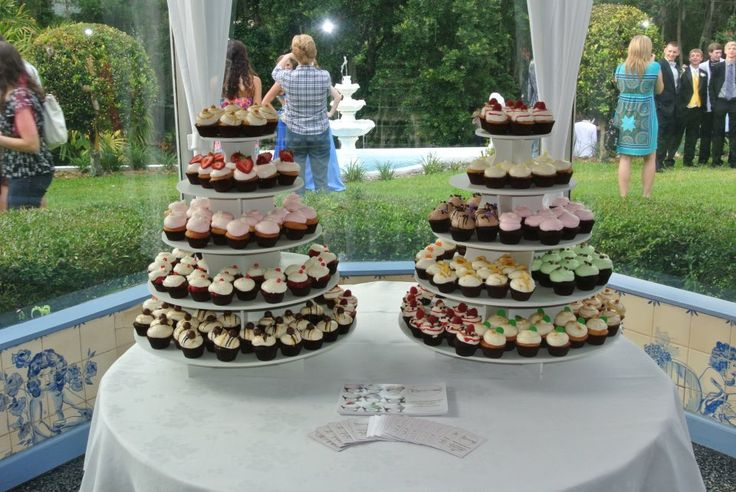 Round Wedding Cupcake Tower Display: http://www.thesmartbaker.com/products/5-Tier-Round-Cupcake-Tower.html
