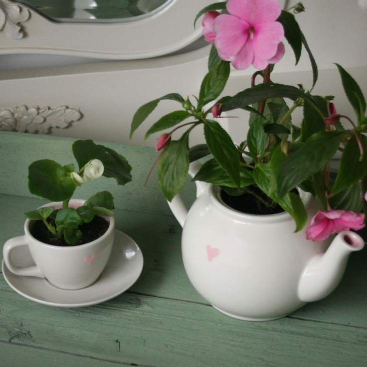 Espresso Cup, Saucer and Teapot all available on www.ceramic-gift.com!