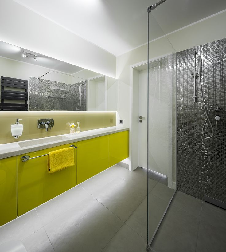 Modern bathroom in silver and yellow, silver shower, Bisazza mosaico, silver Bisazza, mosaico, mosaic