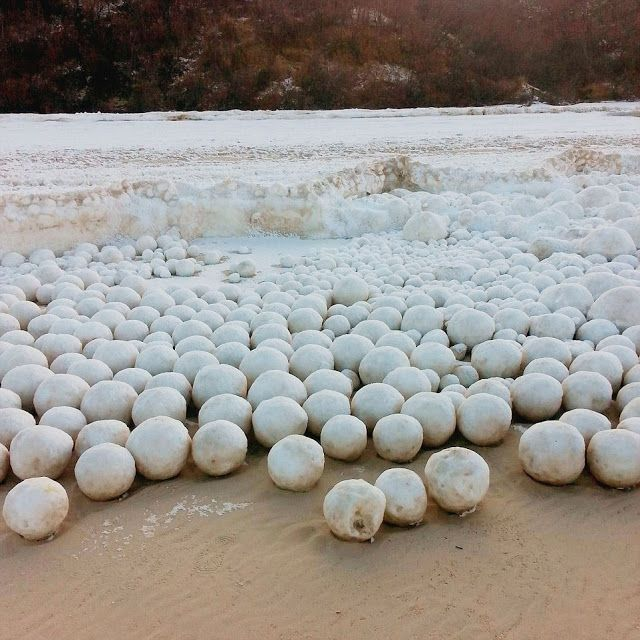 Thousands of Giant Snowballs Suddenly Appear on Siberian Beach   Geology IN