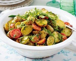 Das Rezept für Backkartoffelsalat mit Rucolapesto und weitere kostenlose Rezepte auf LECKER.de
