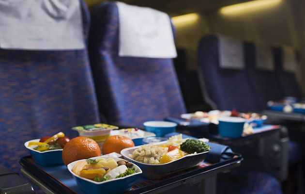 Wondering what food will be served on your flight? Here's a guide to popular U.S. airline meals and snacks. #airtravel #food