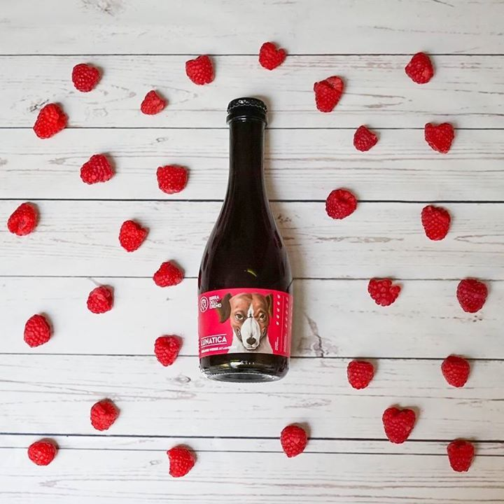 Avete già assaggiato la Lunatica di Birra dell'Eremo? È una birra in stile Berliner Weisse attraente e ammaliante sia alla vista che al gusto. Al naso emergono profumi intensi di lamponi aggiunti freschi in grande quantità durante la fermentazione lattica. Per noi è stato amore a prima bevuta!  La potete trovare qui: http://ift.tt/2poPhoj
