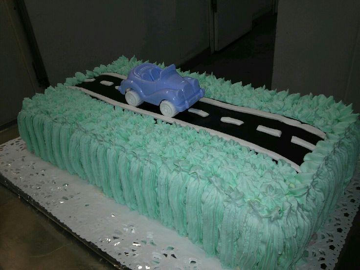1 vuotiaalle pojalle synttärikakku! Välillä tälläisiäkin kakkuja saadaan tehdä töissä!