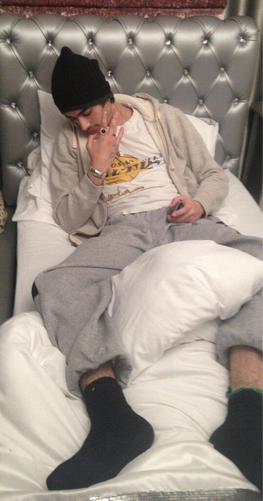 Twitter / Jawaad_S: Just chillin with Zayn in the bedroom, proper sick:)